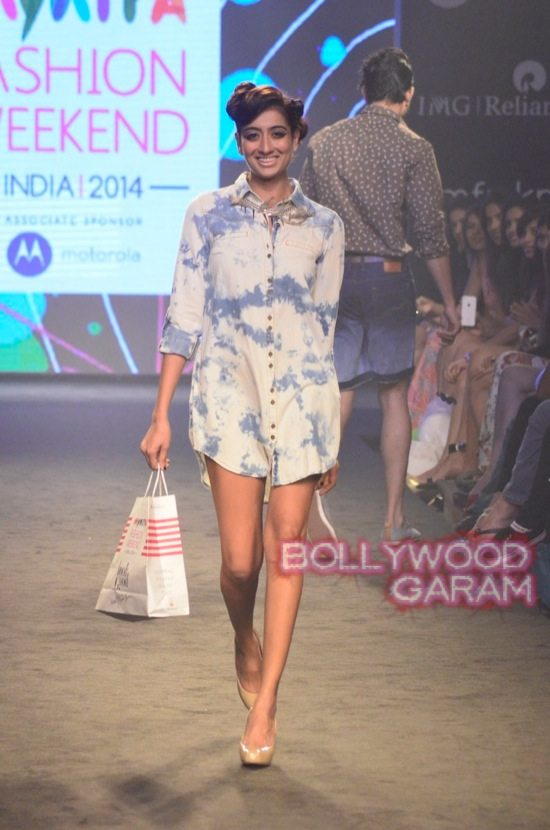Kalki and Cyrus Broacha walk the ramp -9