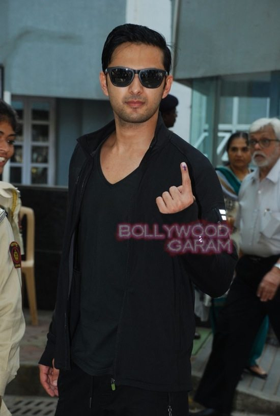 Maharashtra assembely elections_celebs who voted-17