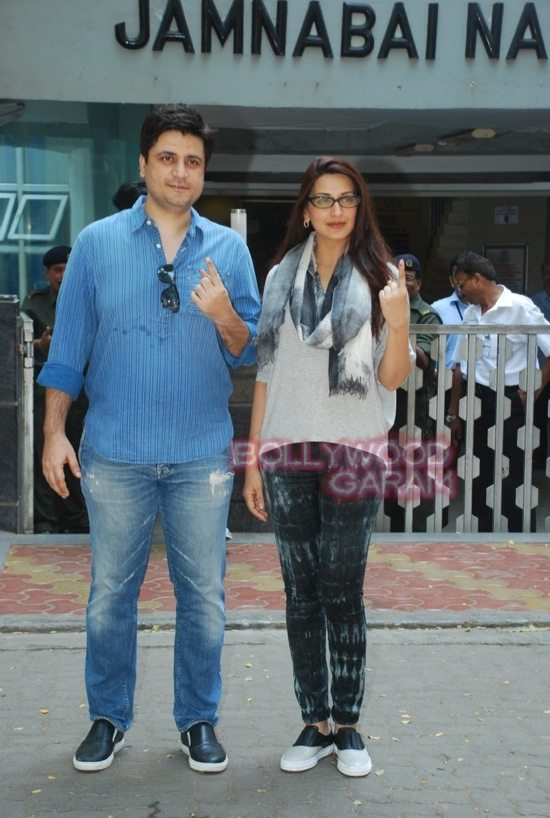 Maharashtra assembely elections_celebs who voted-21