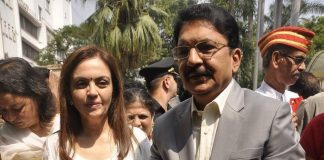 Nita Ambani and Maharashtra governor at Cleanliness campaign