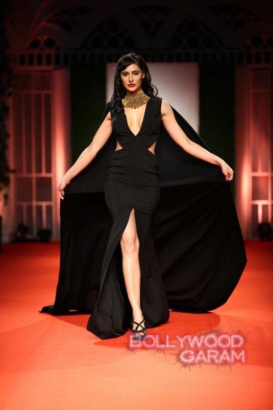 Nargis_fakhri_India_bridal_week_201429