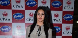 Celebs attend Neetu Chandra's play 'Umrao' for a cause