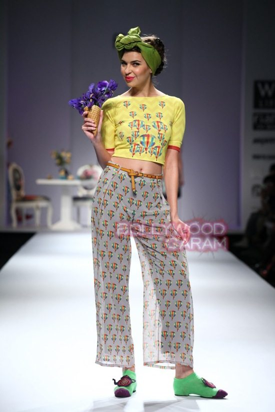 Nida M_Good Luck Irani Cafe collection_WIFW 2015-13