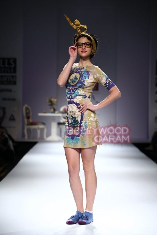 Nida M_Good Luck Irani Cafe collection_WIFW 2015-19