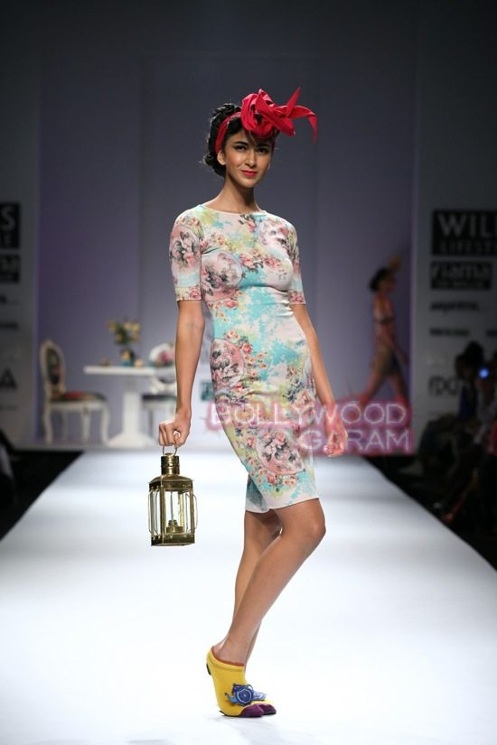 Nida M_Good Luck Irani Cafe collection_WIFW 2015-20