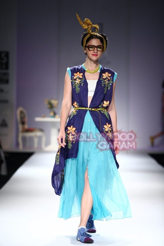 Nida M_Good Luck Irani Cafe collection_WIFW 2015-4