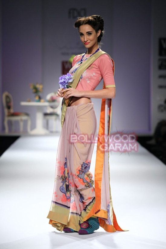 Nida M_Good Luck Irani Cafe collection_WIFW 2015-6