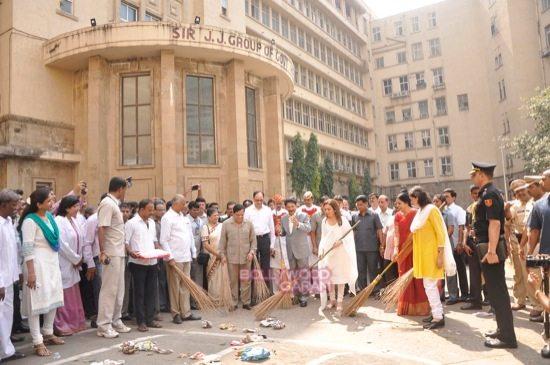 Nita Ambani cleanliness campaign-0