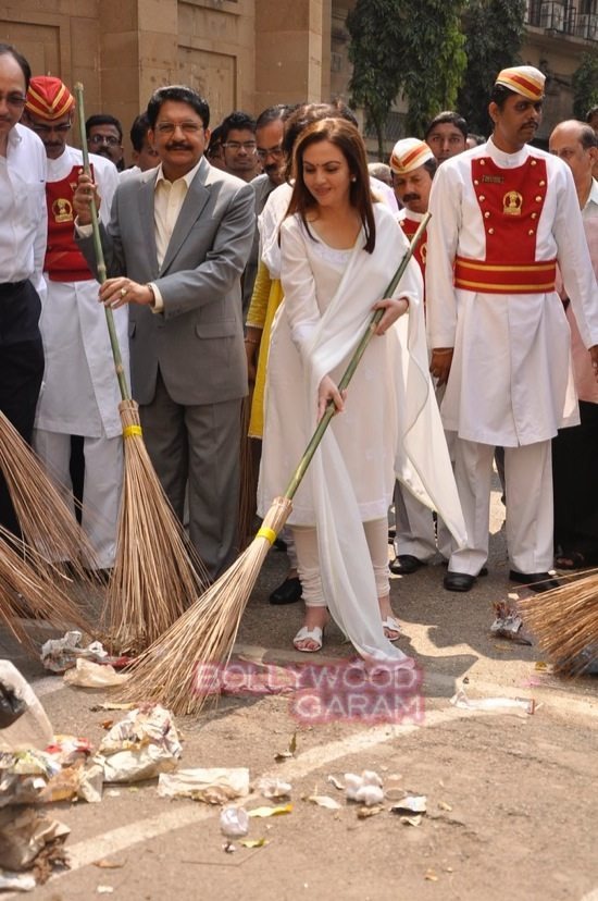 Nita Ambani cleanliness campaign-2