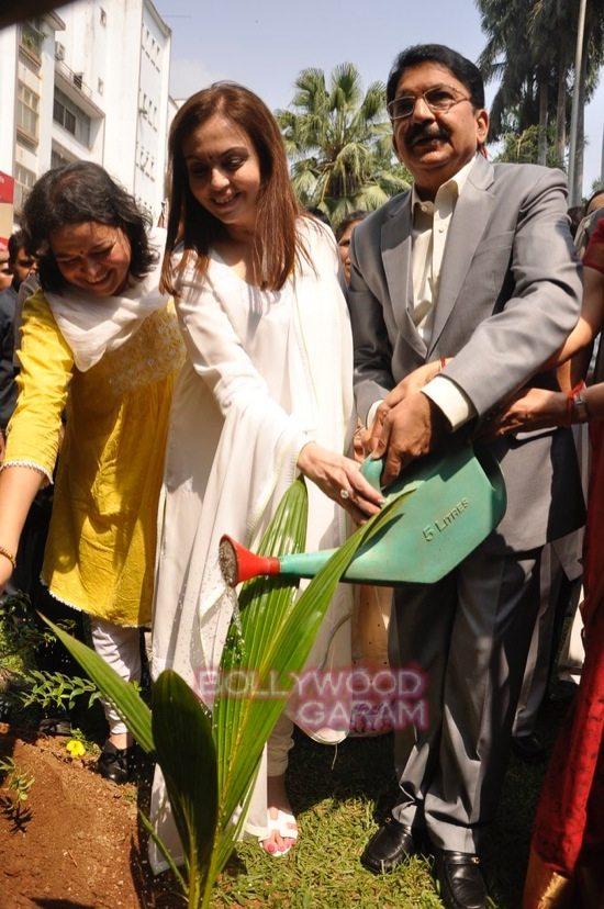 Nita Ambani cleanliness campaign-6