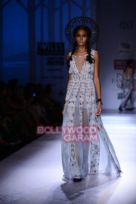 Paras Shalini Geisha Designs WIFW 2015-19