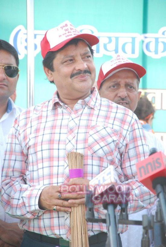 Poonam dhillon and sinha_mega cleanliness drive_Mumbai-0