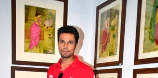 Randeep Hooda promotes Rang Rasiya at art exhibition