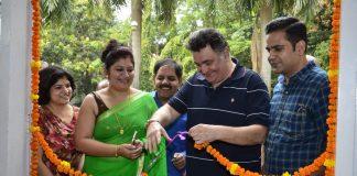 Rishi Kapoor inaugurates Dr. Seema Chaudhary and Nitin Chaudhary's art show