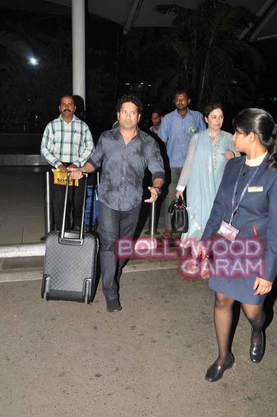 Sachin Tendulkar at airport-1