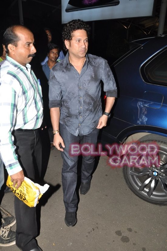 Sachin Tendulkar at airport-3
