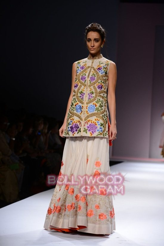 Samant C_Wifw 2015 Rajputana collection-11