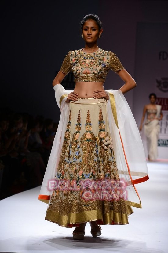 Samant Chauhan_Wifw 2015 Rajputana collection-13