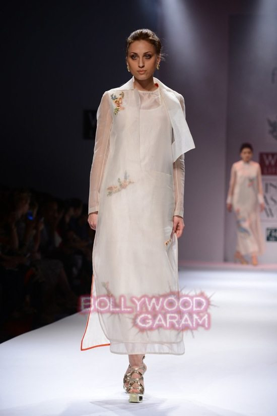 Samant Chauhan_Wifw 2015 Rajputana collection-2