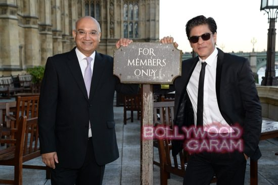 Shahrukh receives Global Diversity Award-1