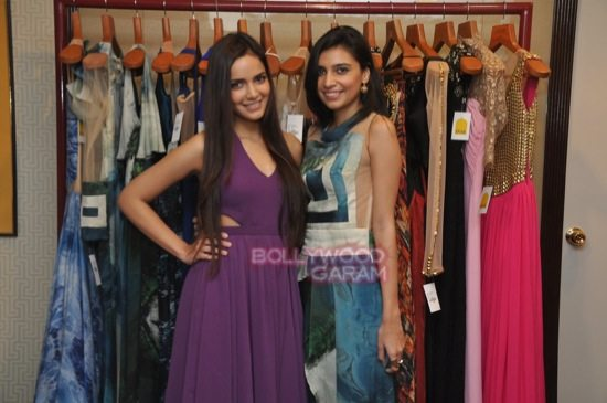 Shazahn and Ira Dubey attend Soniya VEMB preview.-9