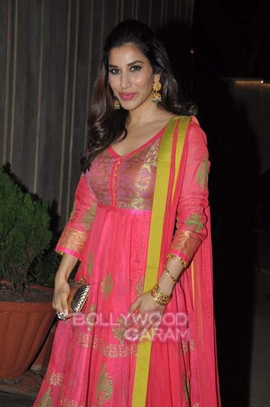 Shriya saran and Sophie chaudry_diwali bash-8