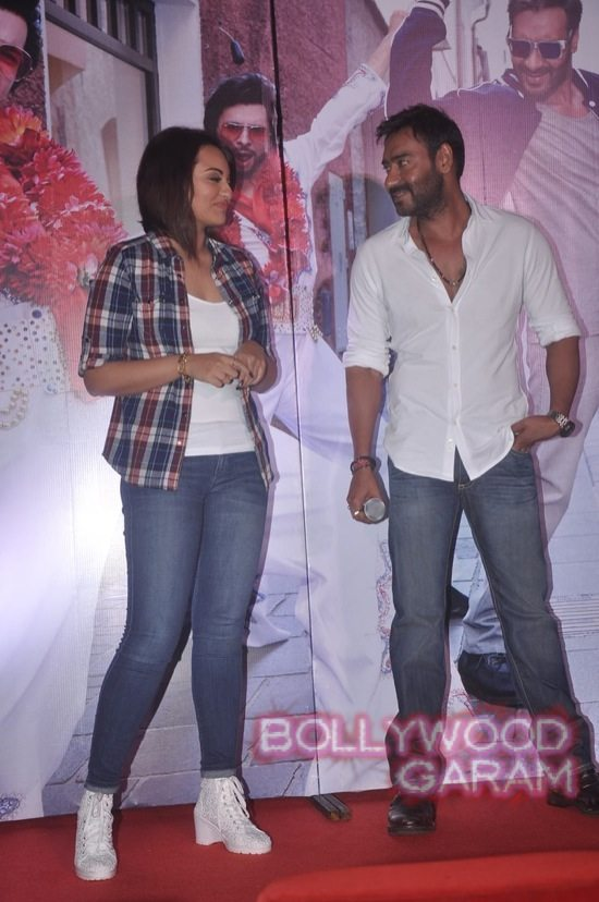 Sonakshi Sinha and Ajay Devgn launch song-7