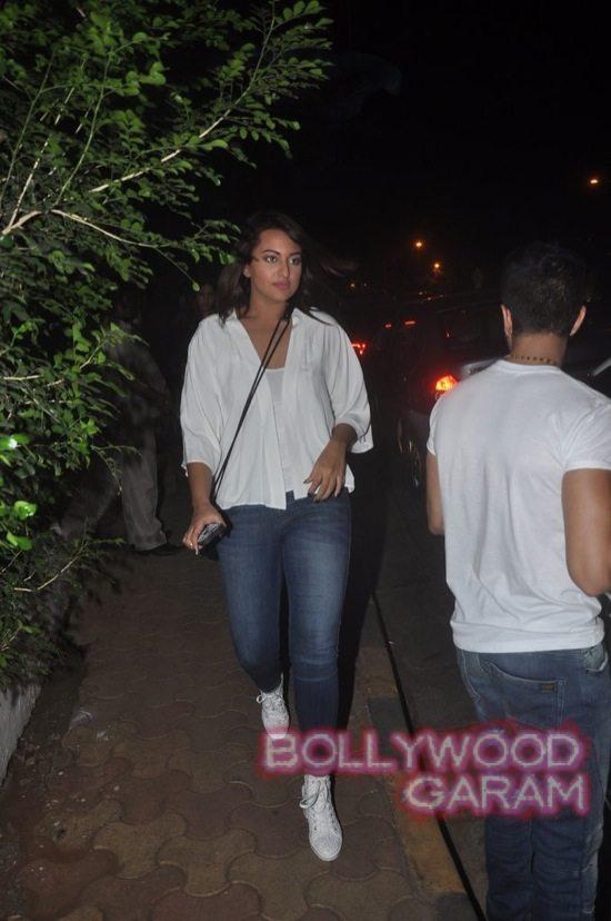 Sonakshi Sinha and Kalki candid-5