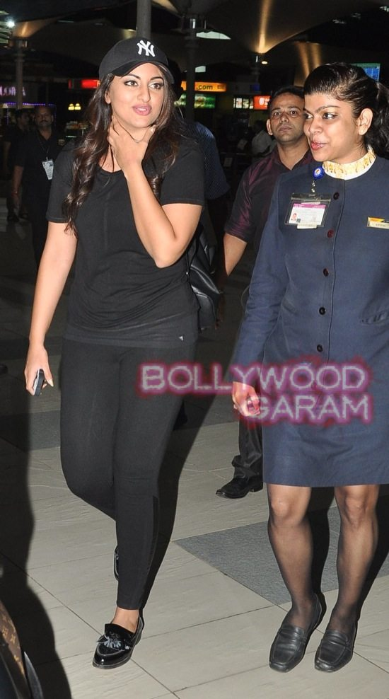 Sonakshi at mumbai airport