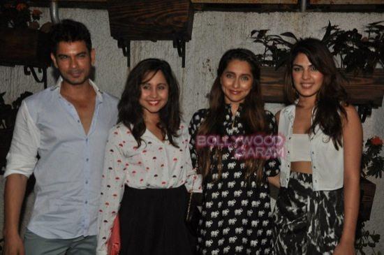 Sonali cable special screening_rekha_varun dhawan-7