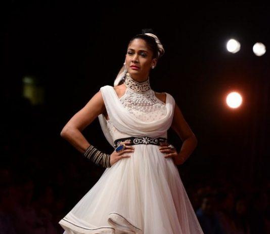 Wills Lifestyle India Fashion Week 2015 Photos – Tarun Tahiliani showcases collection on Day 1