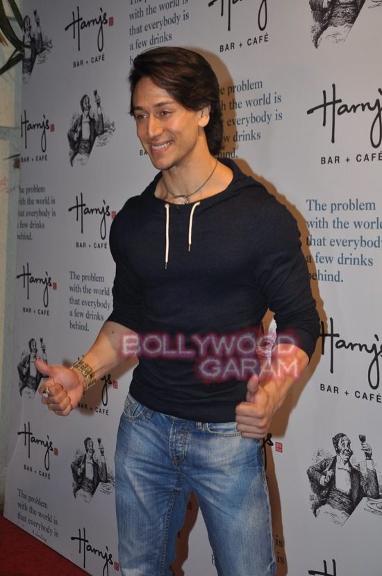 Tiger shroff_Harrys bar mumbai-1