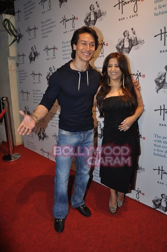 Tiger shroff_Harrys bar mumbai-2