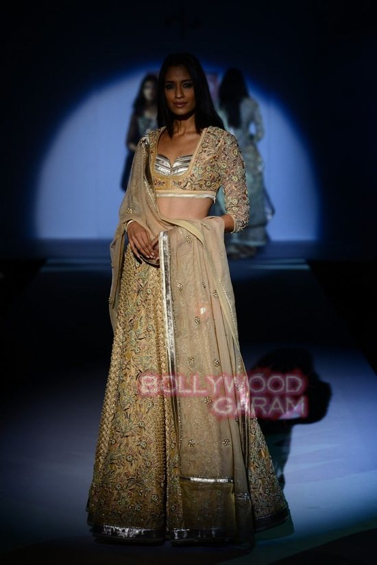 Vineet Bahl_WIFW 2015 collection karva chauth-16
