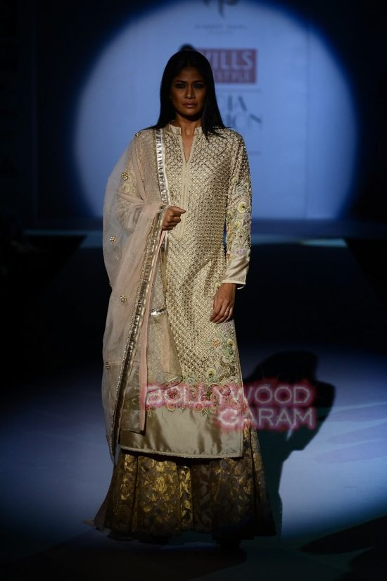 Vineet B_WIFW 2015 collection karva chauth-18