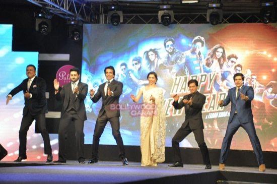 shahrukh khan_deepika padukone_Boman Irani_abhishek bachchan HNY trailer-13