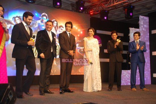 shahrukh khan_deepika padukone_Boman Irani_abhishek bachchan HNY trailer-5