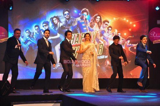 shahrukh khan_deepika padukone_Boman Irani_abhishek bachchan HNY trailer-6