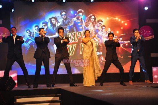 shahrukh khan_deepika padukone_Boman Irani_abhishek bachchan HNY trailer-8