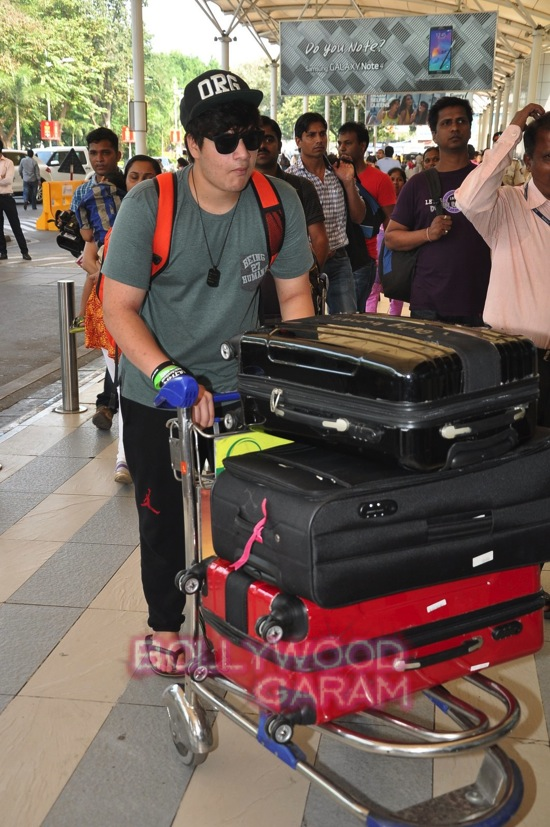 Arpita K wedding_Salman khan family_Mumbai airport-12