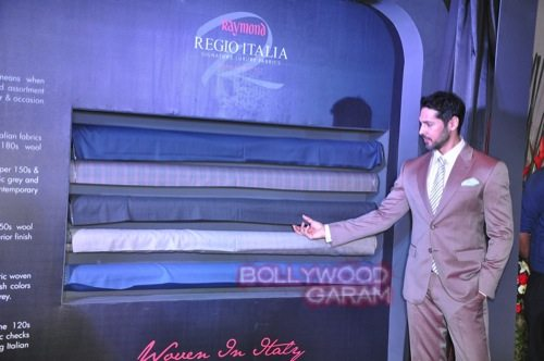 Dino Morea_Raymond launch-7