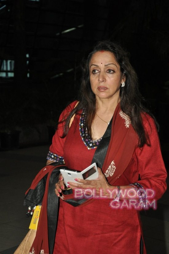 Hema Malini and Aishwarya rai at airport-2