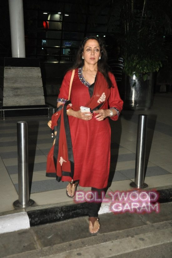 Hema Malini and Aishwarya rai at airport-4