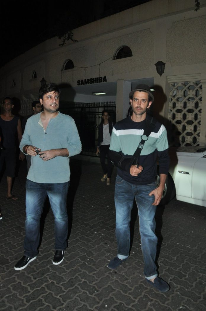 Hrithik snapped with friends