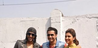 Cast of the movie turn painters to promote Kill Dil