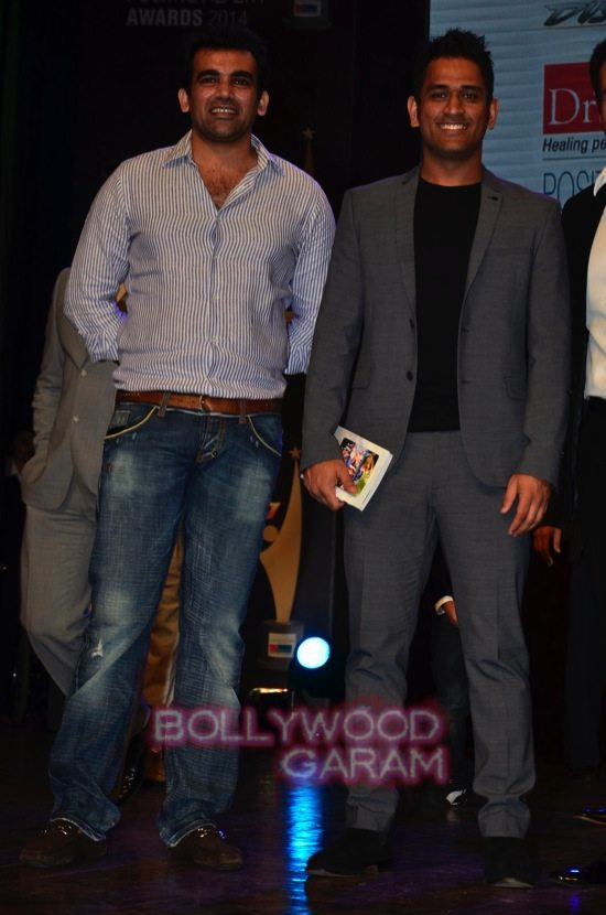 MS Dhoni and Zaheer Khan_positive health awards-22