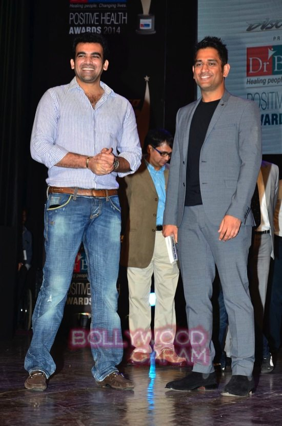 MS Dhoni and Zaheer Khan_positive health awards-23