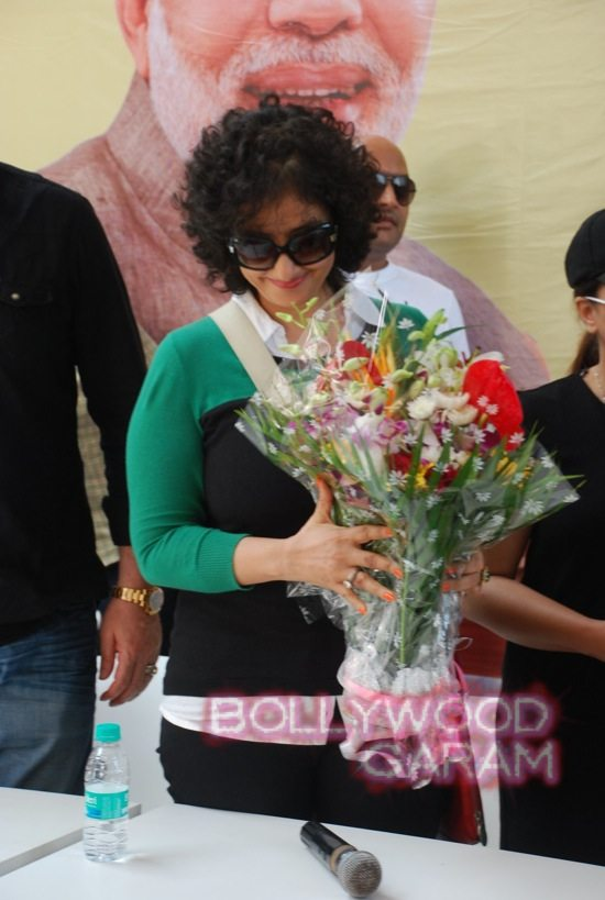 Manisha Koirala and Mahima cleanliness -10