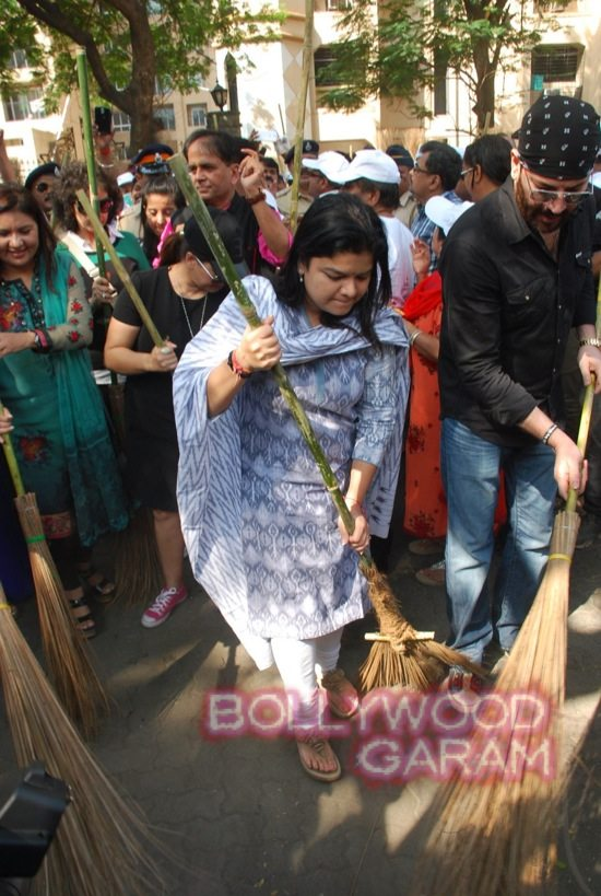 Manisha Koirala and Mahima cleanliness -11