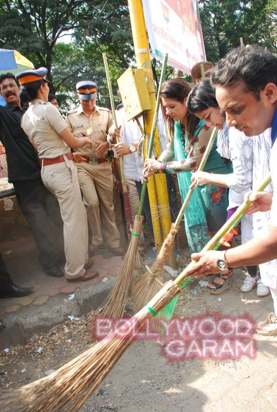 Manisha Koirala and Mahima cleanliness -13